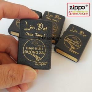 Zippo đen nhám khắc logo Bạn Hữu Đường Xa và tên