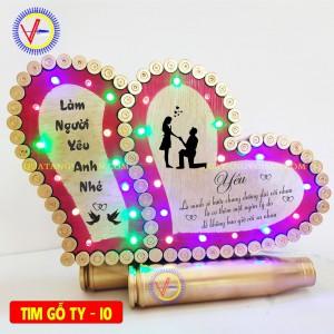 Tim vỏ đạn nền gỗ  tình yêu 10